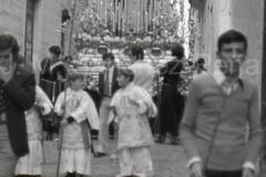 Salida de la Virgen a la Parroquia de la Palma, en el Paso del Cristo. 1 de Noviembre de 1975